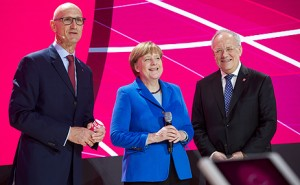 During her visit to the Deutsche Telekom stand in Hanover, German Chancellor Angela Merkel learned more about the expansion of the Telekom Cloud.